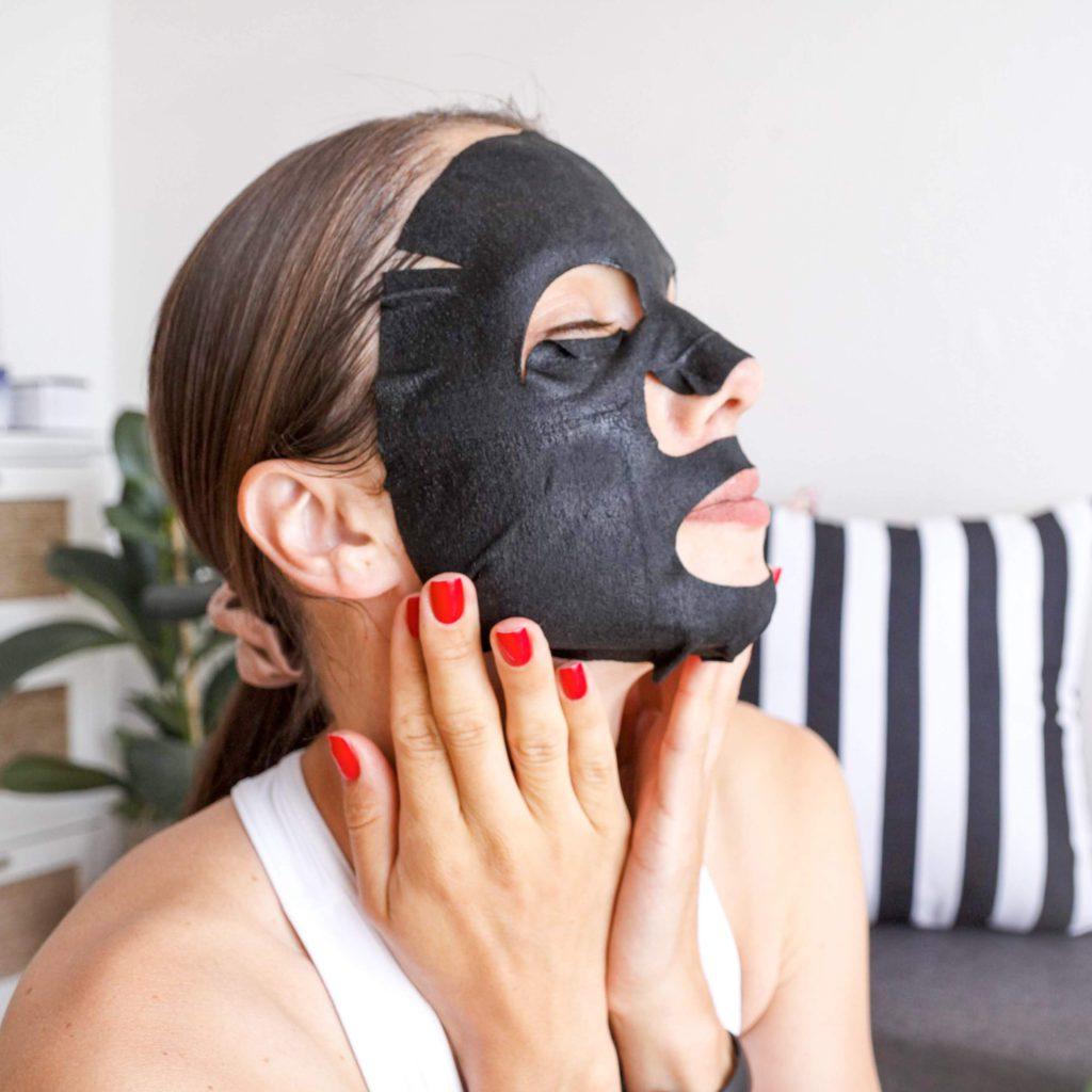 Fletna maske za obraz. Koresjka nega obraza.