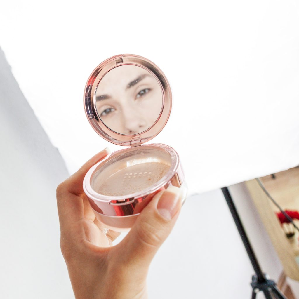 Makeup revolution transparentni puder Light pink | Notno.so | Dijanarose.com