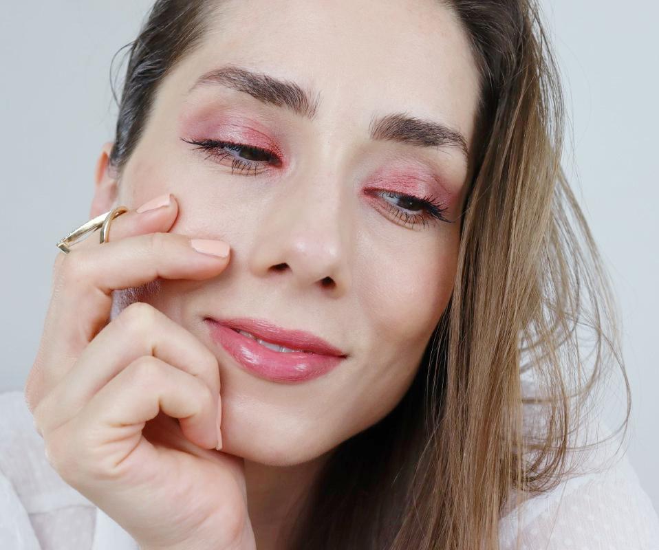 pomladni makeup look z L'oreal Pariz izdelki | https://www.notino.si/loreal-paris/brilliant-signature-wild-nudes-tekoca-sminka-z-visokim-sijajem/p-16034331/